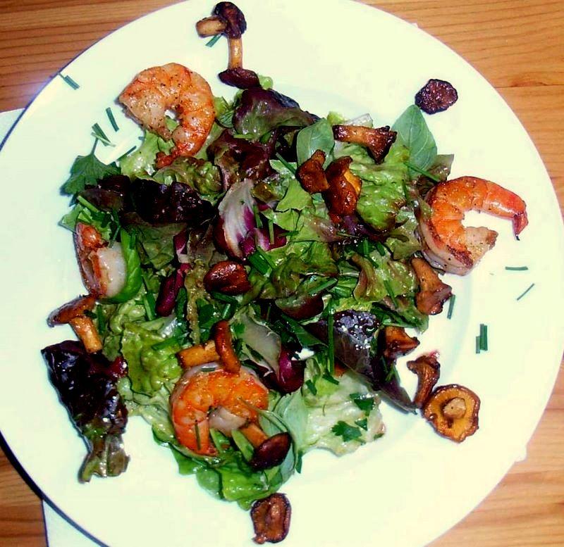 rezept herbstlicher salat mit shrimps und pfifferlingen. Black Bedroom Furniture Sets. Home Design Ideas